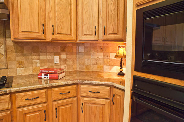 Oak Kitchen Cabinets With Granite Countertops : Crema bordeaux granite kitchen in austin texas