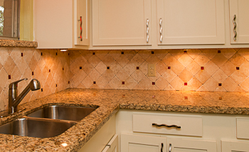 Lovely Tumbled Travertine Backsplash. This Tumbled Travertine Backsplash Looks  Good With These Santa Cecilia Granite Counters Gallery
